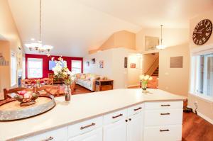 9_Kitchen_Living Room