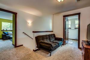 2nd Floor Den Area