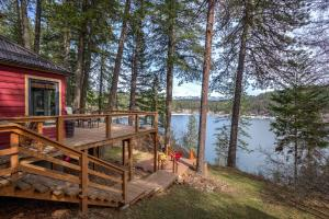 On the shores of Lake Pend Oreille