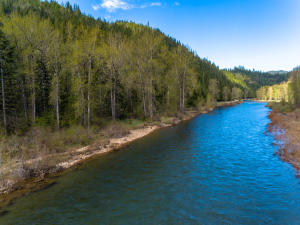 000 Old River Rd, Kingston, ID 83839