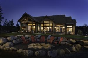 fire pit and exterior view
