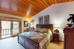 Private master suite
