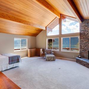 Oversized master bedroom main