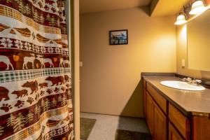 Bsmnt BathroomDSC05307-Edit