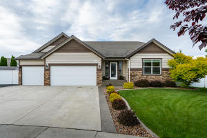 2831 W Mulberry Ct, Hayden, ID 83835