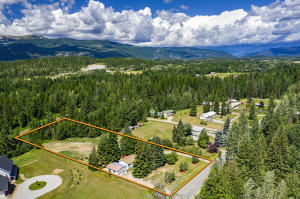 1040 Shingle Mill Rd, Sandpoint, ID 83864