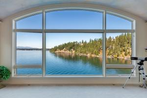 Spectacular Lake Views