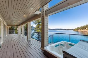 lower Level Deck whot tub