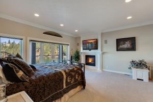 Lower Level -the 2ndMaster Suite