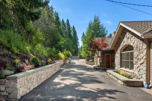 Level driveway entry