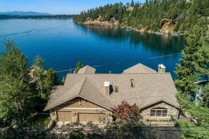 Expansive Hayden Lake Views