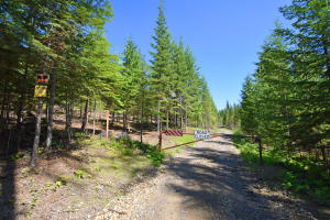 8694 Meadow Creek Rd, Bonners Ferry, ID 83805