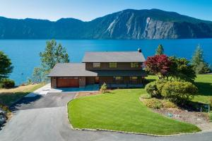 34095 N Pend Oreille Pines Dr, Bayview, ID 83803
