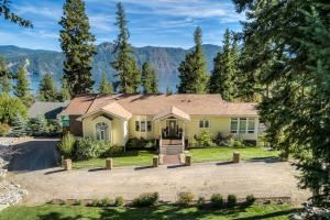 Spectacular views of Pend Oreille Lake and surrounding mountains.