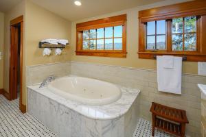 2nd floor Master Bath
