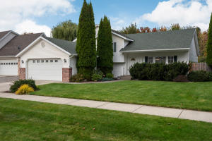 Hayden 3BD/3Bath Tri-level with office, family room. 2084 Square Feet