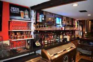 Boars Nest Bar Close