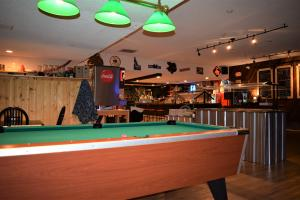 Boars Nest Pool Table