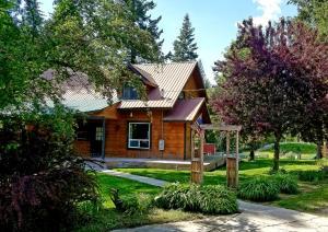 468 E Settlement Rd, Priest River, ID 83856