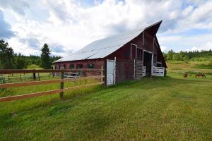 Barn Upclose[35525]