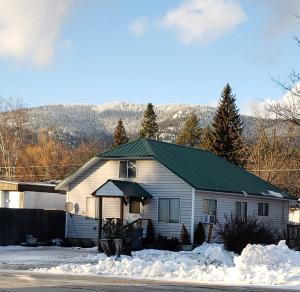 1202 Hickory St, Sandpoint, ID 83864