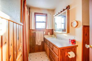 24_Guest Bath