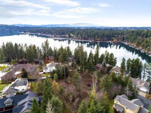 2936 E Hayden Point Dr, Hayden Lake, ID 83835