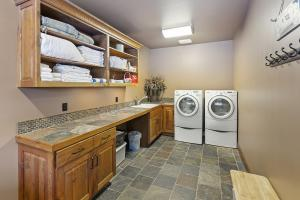 032_Laundry Room