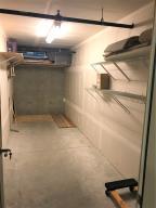 Storage unit 7' X 20'