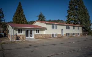 412 N Division, Pinehurst, ID 83850