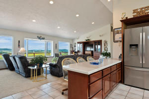 --16-Kitchen to Family Room