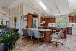 --24-Kitchen