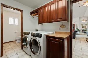--25-Huge Laundry