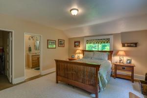 32Master bedroom-SMALL