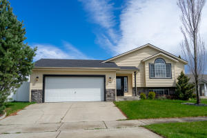 3661 E WHITE SANDS LN, Post Falls, ID 83854
