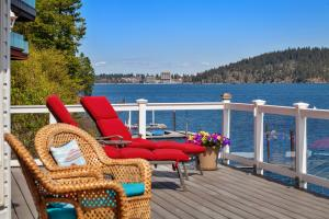 Relax, rejuvinate, renew with the private lakeside retreat living just 5 minutes by boat to the Resort on Lake Coeur d Alene. Fully furnished and ready for the summer fun, watching boats, eagles, fireworks and more!