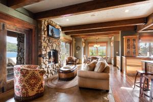 21- Cozy Living Room