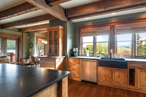 26- Exquisite Kitchen