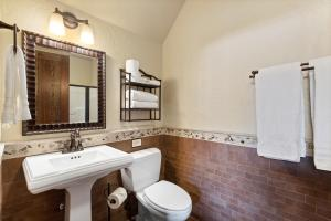 43- Bunkroom Bathroom