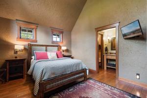 46- Main Floor Guest Suite