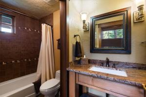 47- Guest Suite bathroom