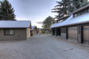 58- Guest Home & GarageShop