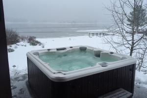 79 Hot Tub in Winter