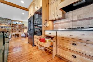 237-s-granite-bay-rd-kitchen-05377