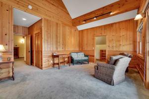 Sitting area of Master Suite