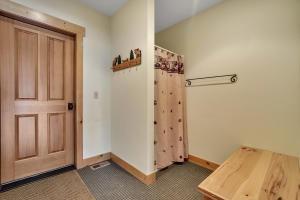 237-s-granite-bay-rd-mud-room-05419