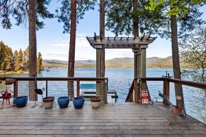 Only 25 Steps to the private dock....you're so close. Watch the kiddos play, go lounge on the dock.