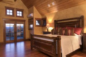 15-master bedroom 3