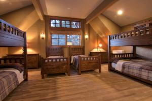 21-big bedroom 1