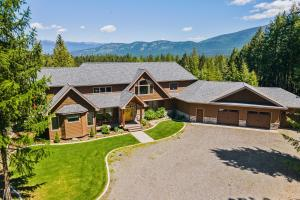608 Woodland Drive, Bonners Ferry, ID 83805